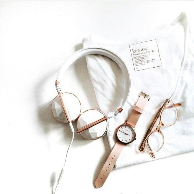Rose Gold essentials by @imalyssalau // Our VIP Only Sale drops tonight so make sure you're signed up to our VIP Waiting List to receive the store password 5 hours before release at 12am (AEST)   The Fifth Watches // Minimal meets classic design: www.thefifthwatches.com/vipwaitinglist