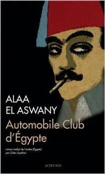 Années 1940, sous les pales des ventilateurs de l'Automobile Club du Caire, l'Egypte des pachas et des monarques flirte avec aristocrates et diplomates de tout poil, Extravagance, magnificence et décadence qui s'arrêtent aux portes des salons lambrissés. Dans les communs, une armada de serveurs s'escriment à satisfaire les exigences de l'inflexible El-Kwo, le chambellan du roi. chef suprême des employés qui régente leur misérable existence et professe l'art de la soumission.