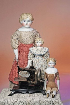 Antique German Toy Sewing Machine: So the young seamstress can sew next to her mother.
