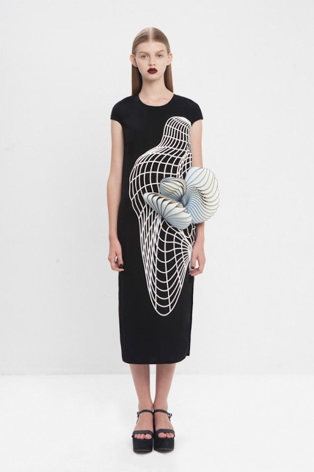 3D Printed Defect Clothes  Israeli fashion designer Noa Raviv got inspired by 3D software defect images to create these amazing coatings. Graphic and linear structures, composed by a subtle union of organza, pure silk and integrations of 3D printed pieces.