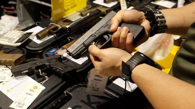 El dueño de un campo de tiro en Las Vegas pide más control en la venta de armas