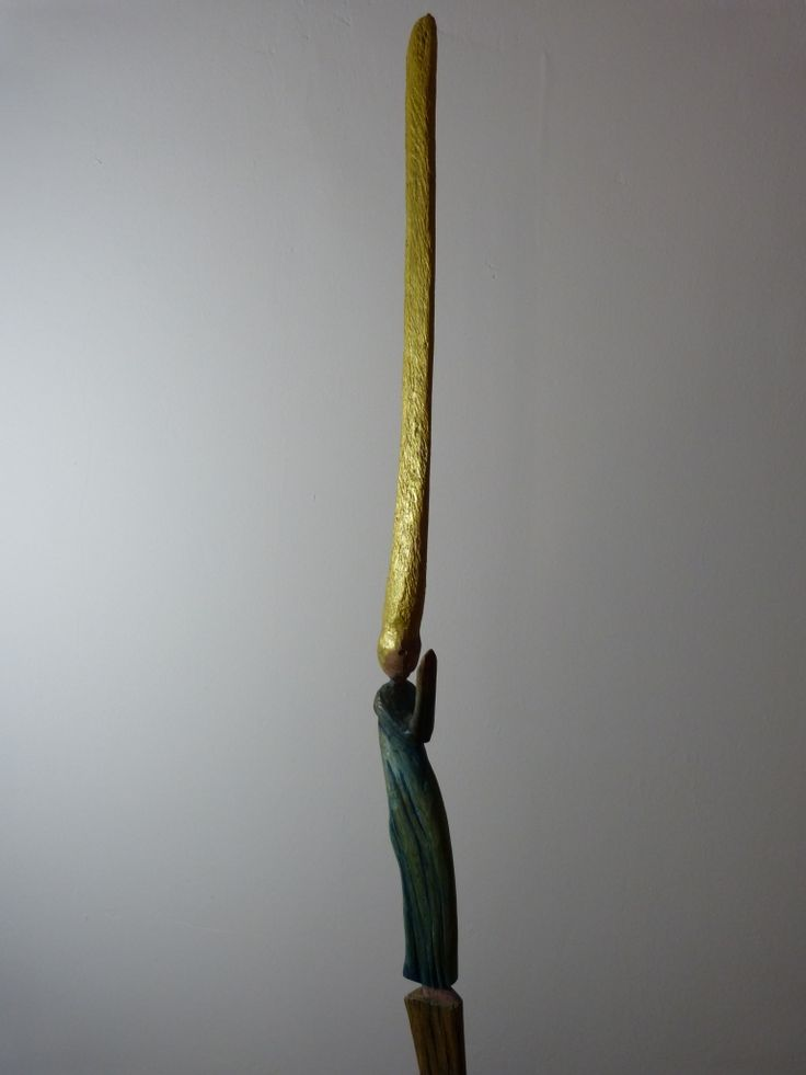 Yelblu, this small statue is long by the hair, 58x3x4 cm, acacia, 2013
