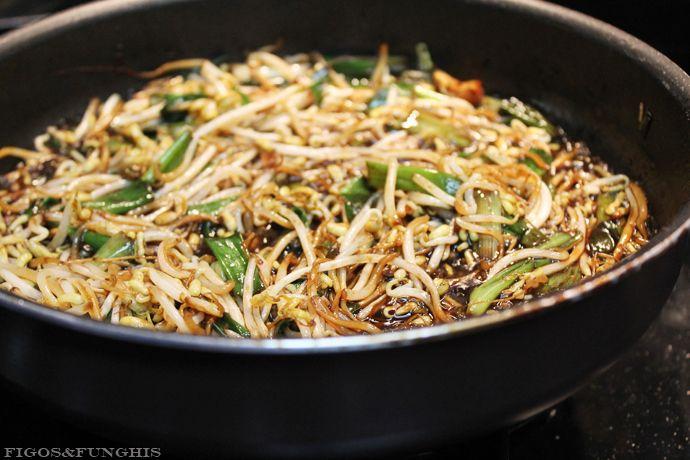 Receita de Moyashi (broto de feijão) com molho oriental. Muito fácil e rápido de preparar! | Blog Figos & Funghis