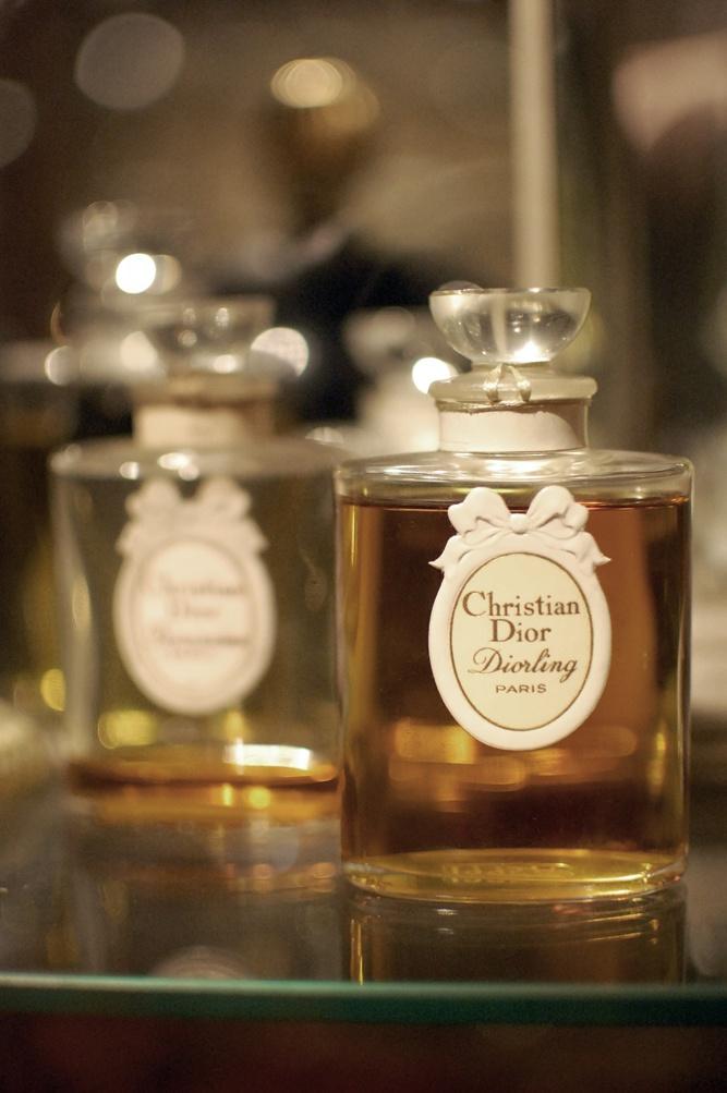 Фото самого первого парфюма