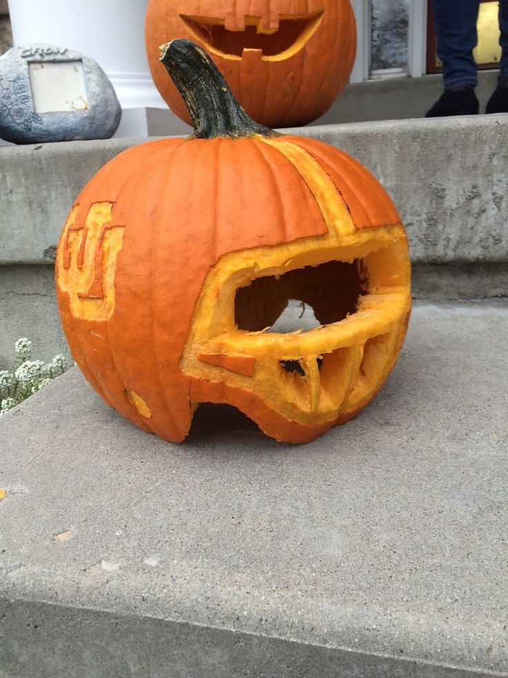 Love the team spirit with this pumpkin! Keep voting and entering our Pumpkin Carving Contest! 🎃