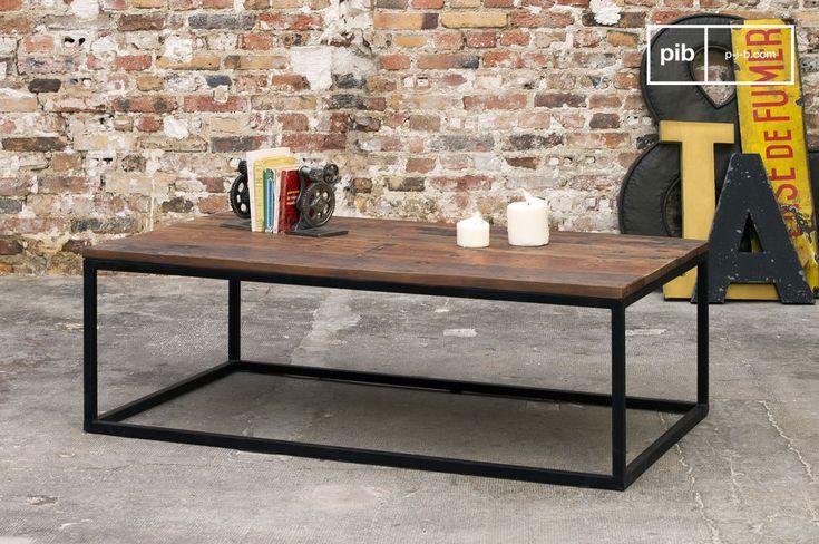 La sua struttura in metallo opacizzato e il suo piano in legno riciclato rendono il nuovo tavolino Soho un prodotto dal carattere accattivante con una forte connotazione di design industriale.