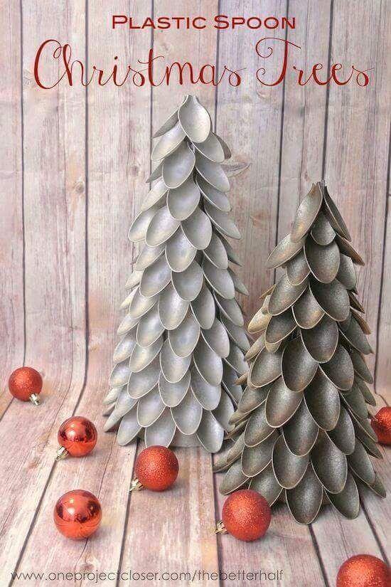 Con las cucharas de plástico podrás crear hermosas decoraciones para esta navidad. Puedes elegir cualquier tamaño de cuchara para comenzar ...