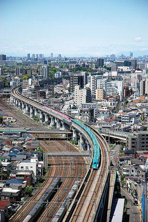 昭和の時代に、在来線を走った多層建て列車。そして今は、新幹線が分割併合をする時代。2013/5 上野駅~大宮駅 JR東北新幹線3015Bはやぶさ15号新青森行(E5系)・スーパーこまち15号秋田行(E6系)© 2010 風旅記(M.M.) *許可なく転載はできません...