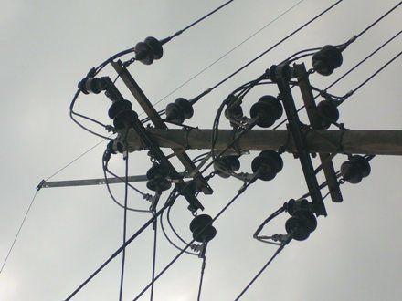 Suplier cross arm travers UNP 10 aksesoris tiang listrik PLN.Untuk info lebih lengkap silahkan kunjungi website kami di www.made-in-tegal.com
