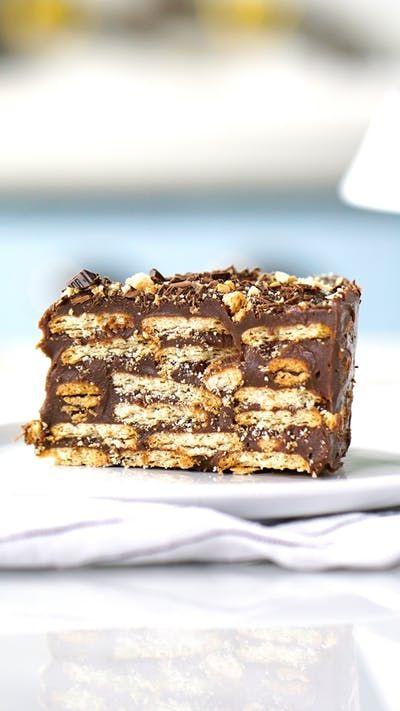 Aprenda a fazer um irresistível e fácil bolo torta palha italiana com pouquíssimos ingredientes!