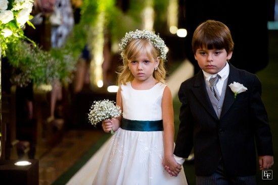 Mosquitinho na coroa de flores e no mini buquê da daminha do casamento. Foto: Edu Federice.
