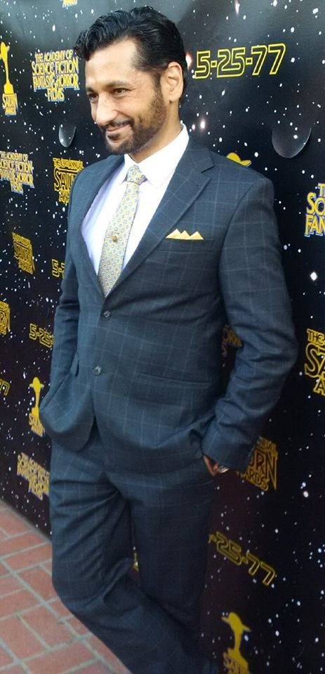 Cas Anvar did arrive at 43rd Saturn Awards 2017 walking the red carpet in glamour suit.