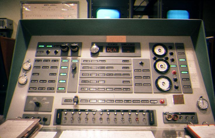 """Close up view of LCC in LOR, LC 567-3, Worley, Idaho, March 1965. Console lights, knob, and gauges indicate """"Tactical"""" Ready Operational /Alert Condition. AVCO Mark 4 Mod 3 reentry vehicle mounted on Atlas-E ICBM Serial #60-5500 (42E) in the missile bay (LSB) contains OW-38 warhead. (Image courtesy of Eldon Wilford)"""