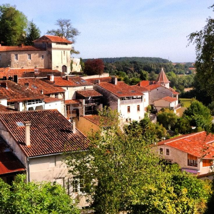 """Aubeterre-sur-Dronne, classé """"Plus Beau Village de France"""" #charente"""