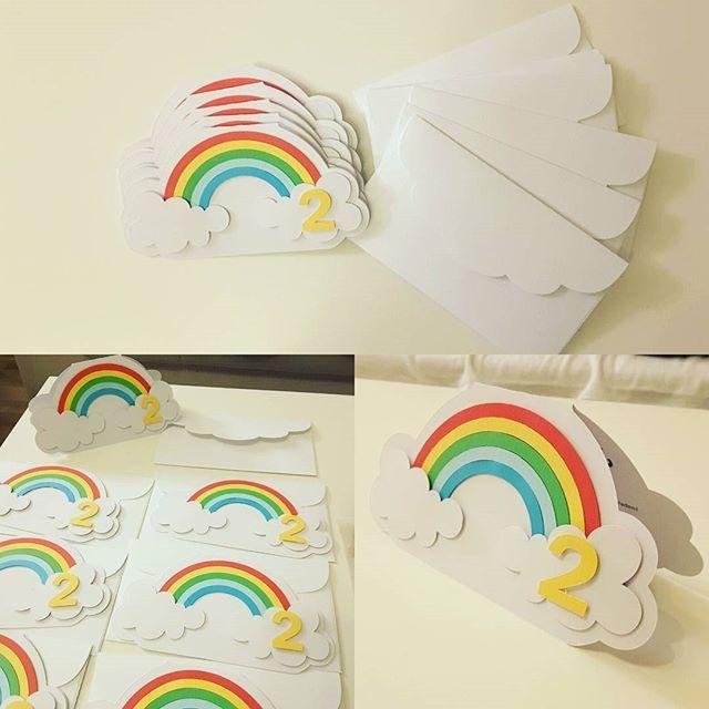 die 25 besten ideen zu regenbogen party einladungen auf pinterest regenbogen geburtstag. Black Bedroom Furniture Sets. Home Design Ideas