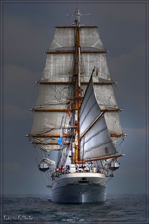 Astern..Aft sail looks as if it once belonged to a Chinese Junk.