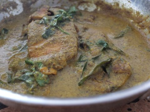 This spicy fish curry gets its heat from heaps of mustard, and a few green chillies. Perfect with fluffy rice.