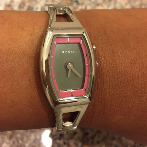 Fossil Big Tic Watch Fossil Big Tic Watch with animated lips display and pink trim bezel. The lips flash on and off, or you can set it without the flashing animation. Has some light scratches from wear, and also has fresh batteries (2). Fossil Accessories Watches