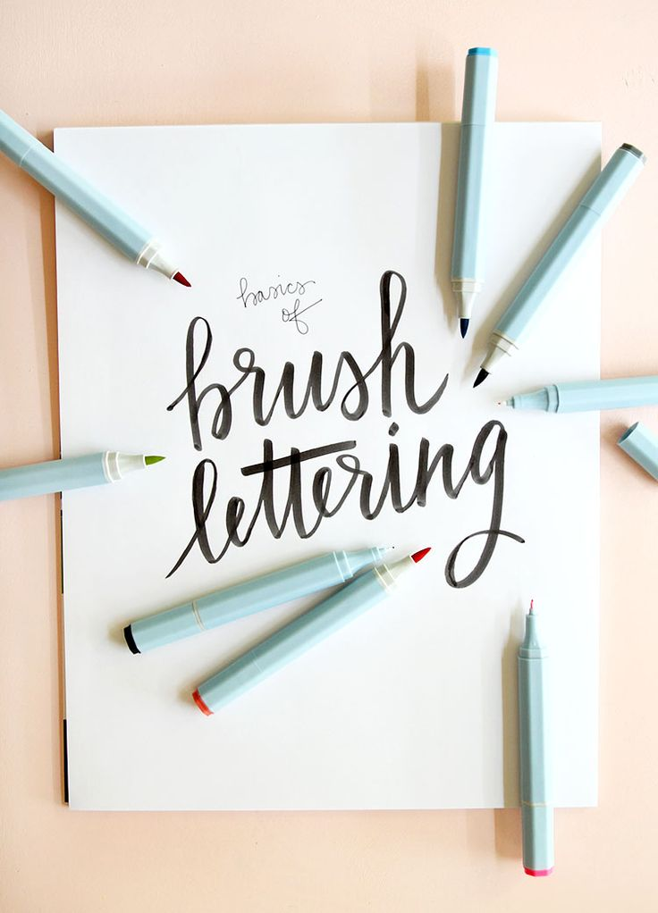 How to // The Basics of Brush Lettering. Do you love hand lettering and brush script? Learn the basics of this fun technique and start making your own piece of art! | Tutorial