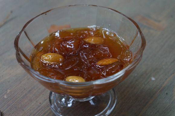 Варенье из персиков с апельсином и миндалем