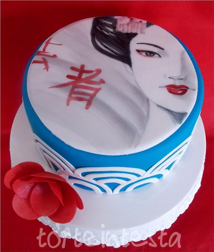 Silvia Riboldi #Japan Cake: #Geisha dipinta su placca nella parte alta e motivo a onde stilizzate tipico della decorazione giapponese (tessuti, ceramiche...)   #cakedesign #arte #painting