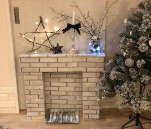 簡単!ダンボールとリメイクシートで飾り棚になる暖炉が手作りできちゃう!【クリスマスインテリアに♪マントルピースDIY♪】 サンタさんのプレゼントの置き場所にもピッタリ♪