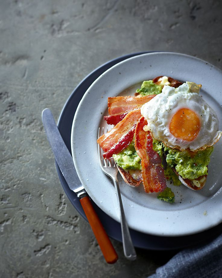Start your day in the right way with this simple breakfast recipe of avocado, streaky bacon and fried egg.