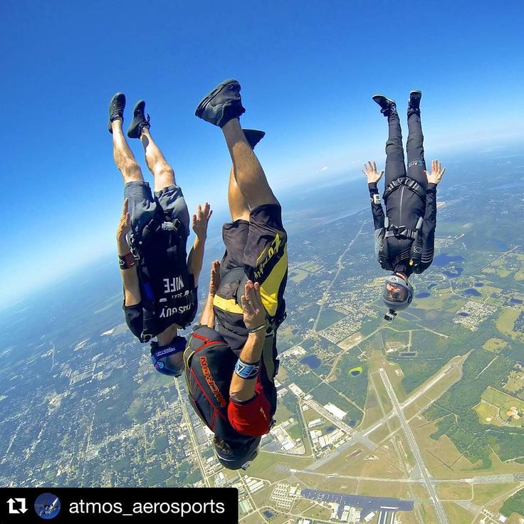 #Repost @atmos_aerosports with @repostapp. ・・・ This is what happens on monday @skydivedeland #monday #speed #atmosfreefly @performancedesigns @uptvector @ocean_sunglasses @truehonor #vigil #tonfly @schierconcepts @tribufreefly @skydivedeland