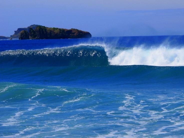 Zambales surf, Philippines