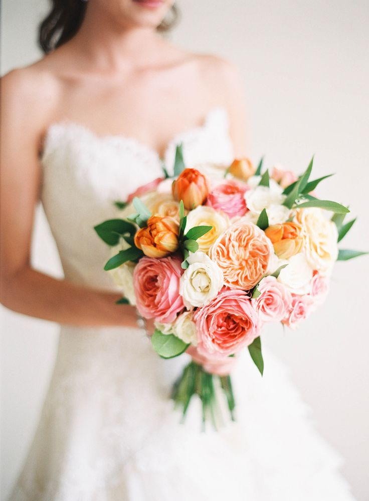 Ramo de novia en naranja y rosa.