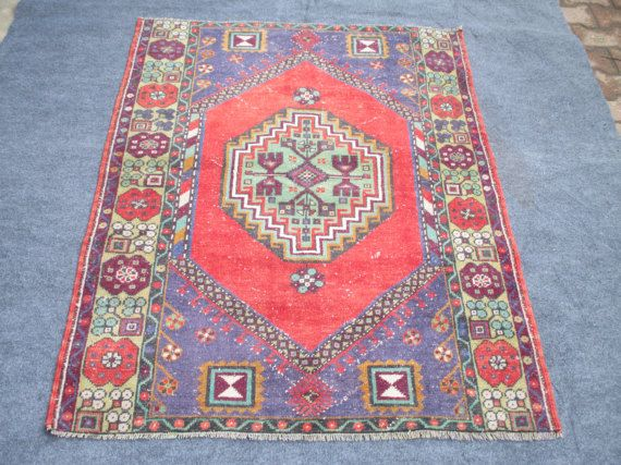 SMALL OUSHAK RUG, 61 x 44 inches 155 x 113 cm