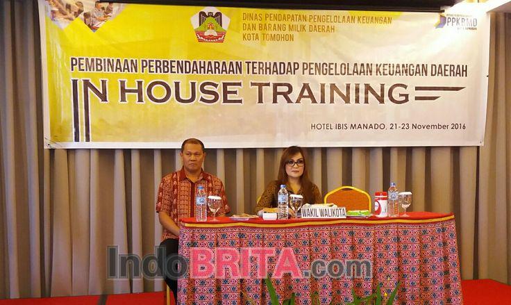 Wawali Tomohon Syerly A Sompotan saat menutup acara Pembinaan Pembendaharaan Terhadap Pengelolaan Keuangan Daerah