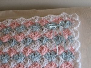 Baby Shells and Ribbon Afghan free pattern......made one of these  green, yellow and white for Brandee!  Easy and cute!!