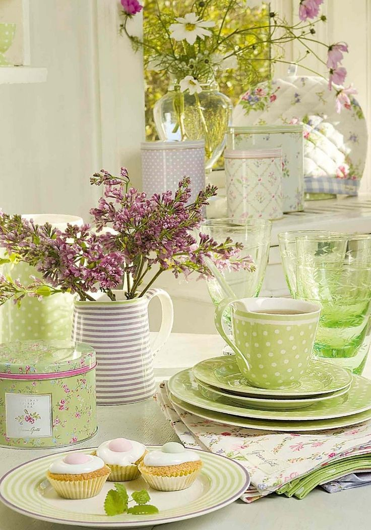 a touch of spring: Tables Sets, Polka Dots, Teas Time, Shabby Chic, Spring Colors, Green Teas, Green Tables, Teas Sets, Green Gates