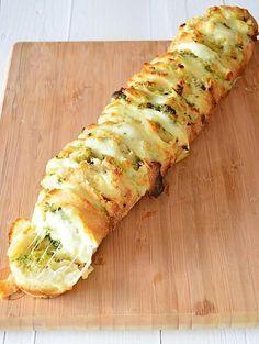 Foto: Plukbrood met pesto en mozzarella. Ideaal voor een feestje. . Geplaatst door uitpaulineskeuken op Welke.nl