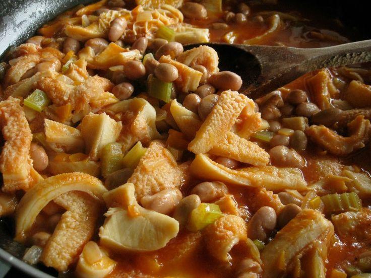 BUSECCA ~ Regione di appartenenza: Lombardia ~ Categoria di appartenenza: Minestre in brodo ~ Ingredienti: 1,200 trippa di vitello, coda di manzo, burro, lardo, cipolla, sedano, carota, salvia, pomodoro, fagioli borlotti, pane, parmigiano, sale ~ Preparazione: https://www.facebook.com/photo.php?fbid=214977288692100&set=a.210358612487301.1073741828.210336982489464&type=1&theater