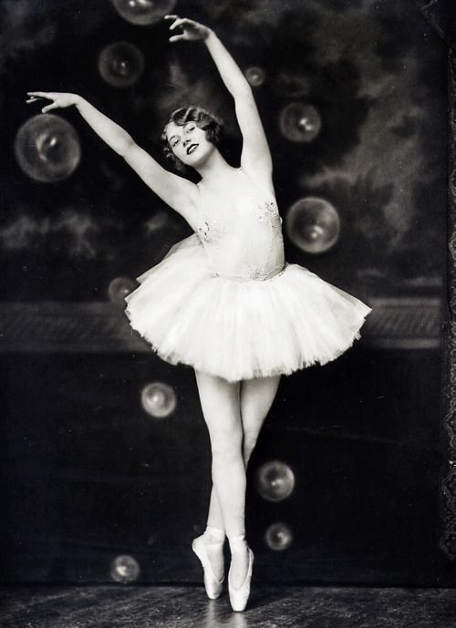 Ziegfeld Follies Girl, Helen Hayes Brown, Photo by Alfred Cheney Johnston, 1920s