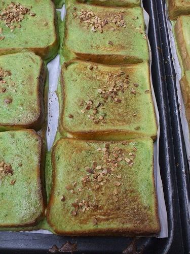 Green tea matcha toasts with crushed almonds. Popular school lunch menu in Nishio, a famous tea producing city in Aichi, Japan   西尾市の給食用抹茶トーgreen tea powder, matcha tea