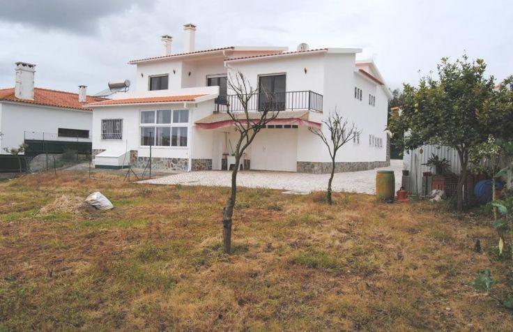Moradia V5 c/ 900 m2 de terreno - Gaeiras - Óbidos. Local muito sossegada e soalheiro, boa vizinhança.