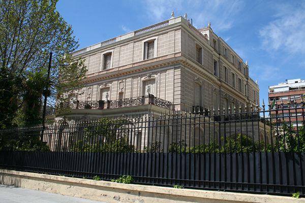 Palacetes de Madrid: PALACETE DEL CONDE DE SANTA COLOMA- C/ Agustín de Betancourt, 1 y 3.  Joaquín Saldaña, 1913.  Actualmente sede del Liceo Italiano y Consulado de Italia