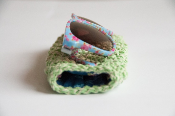 Crochet pattern sunglass case. $5.00, via Etsy.