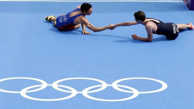 Gomez Noya and Alistair Brownlee. Olympic spirit.