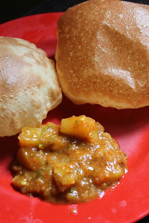 YUMMY TUMMY: Punjabi Aloo Curry Recipe / Aloo Curry for Poori