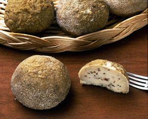 MORTRETT (MURTRET) P.A.T. Formaggio grasso, di media o lunga stagionatura, a pasta semidura o dura. Dalle antiche usanze di conservazione del formaggio, anche quello già aperto o difettoso, arriva il metodo usato per il Mortrett, che sfrutta una miscela di formaggi di vario tipo e ricotta. Mescolanza che viene condita con tanto sale e peperoncino.