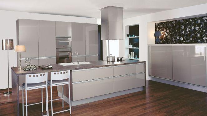 Cuisine Star par Cuisinella http://www.m-habitat.fr/amenagement/ilot-central/notre-selection-des-plus-belles-cuisines-avec-ilot-50_R?&image=5