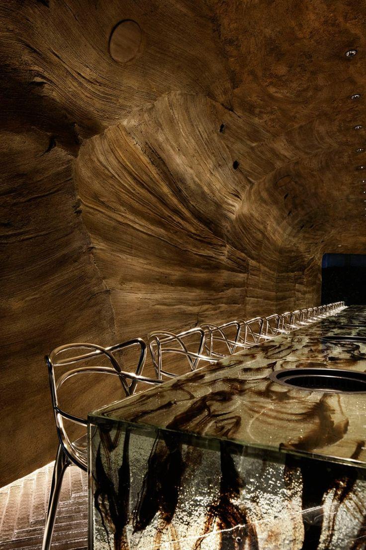 nikunotoriko restaurant umgebung rauchglas tisch mörtel wände decke #interior #restaurant