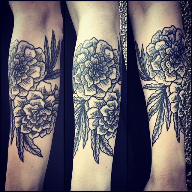 Thank you, Josefine! Really enjoyed making these Marigolds on you ⚡️ #bläck…