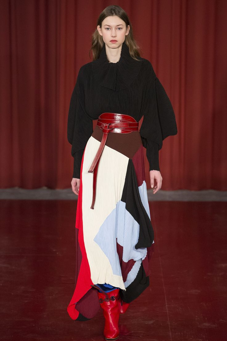 See the complete Roksanda Fall 2017 Ready-to-Wear collection.