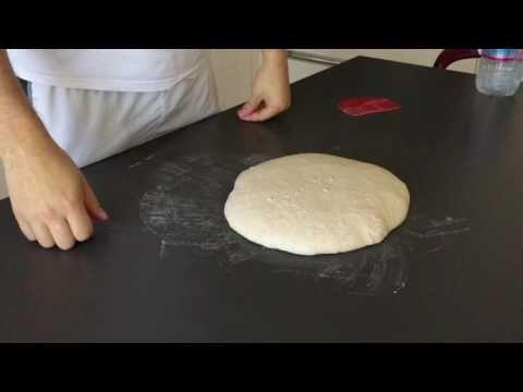 Chiusura impasto per pizza in teglia ad alta idratazione - YouTube 3