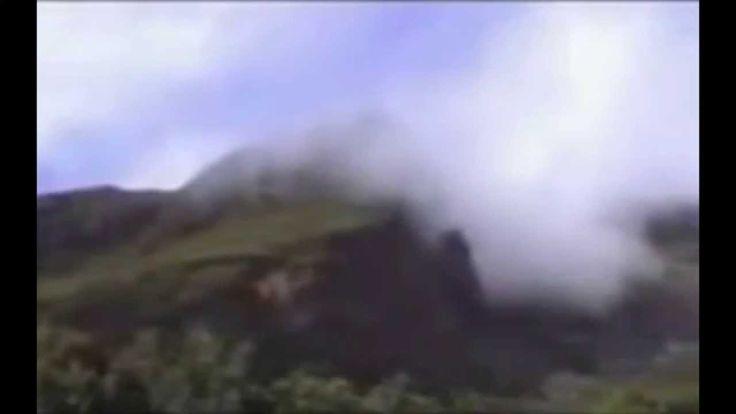 Detik-detik letusan gunung merapi yang dapat anda saksikan secara langsung pada pusat letusan gunung merapi. berikut adalah detik-detik video letusan gununun